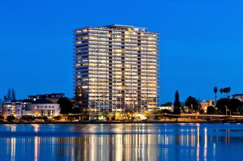 1200 Lakeshore Luxury Penthouse Suites Photo 1