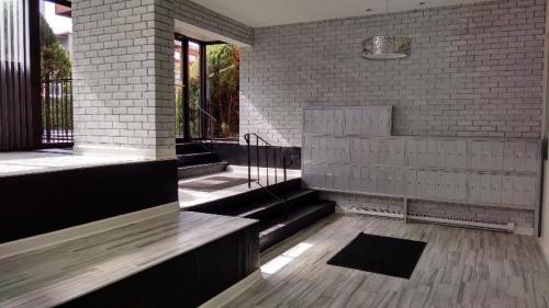Whitney Manor Photo 1