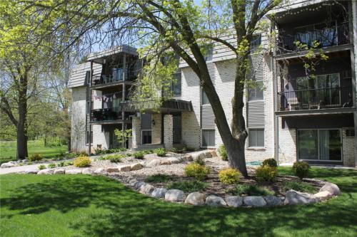 Maplewood Apartments Photo 1