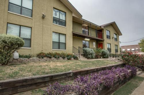 The View at Lake Cliff - $250 Deposit Photo 1