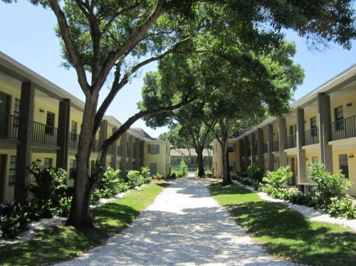 Fernwood Grove Tampa Fl 33614 Hotpads