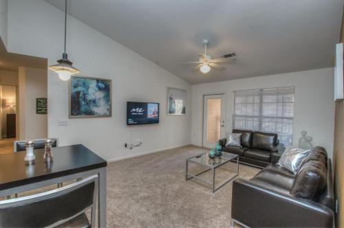Campus Lodge Apartments Photo 1