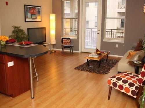 Uptown Lake Apartments Photo 1