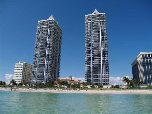 4775 Collins Ave Photo 1