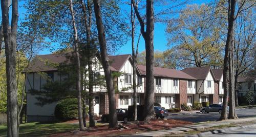 Cambridge Estates & Meadow Ridge Apartments B Photo 1