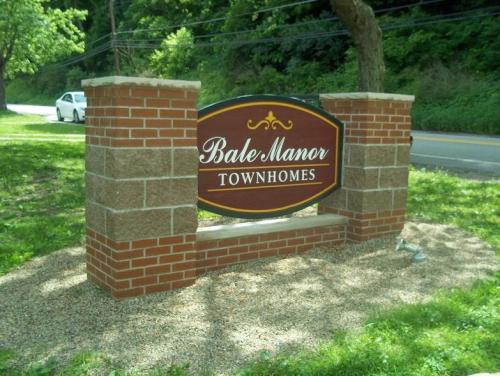 Bale Manor Townhomes Photo 1
