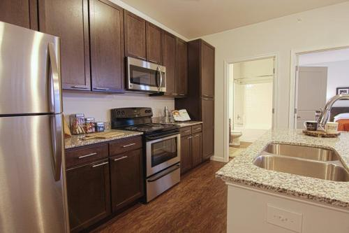 Element At Stonebridge - Brand New Luxury Apartments For Rent. Get Up To 2 Months Free! Photo 1