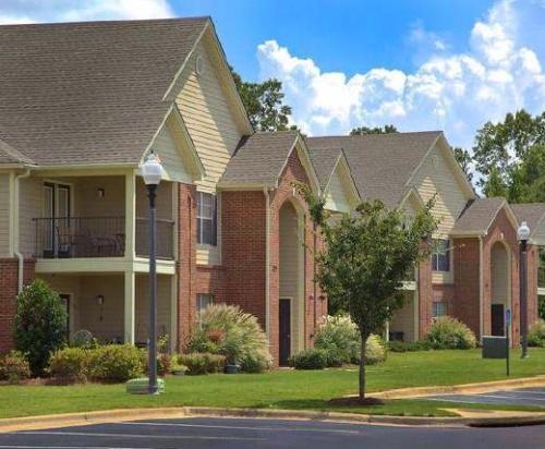 Chapel Lakes Apartments Photo 1