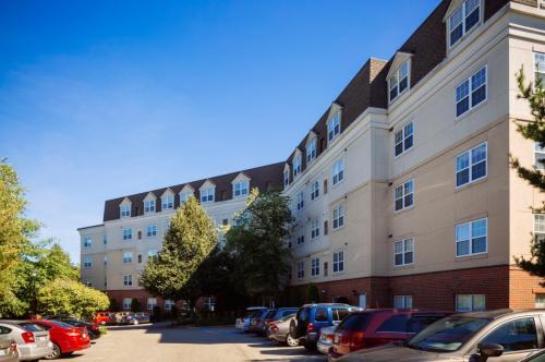 Vinnin Square Apartment Homes Photo 1