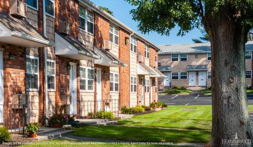 Town & Country Apts. At Hampton Bays Photo 1