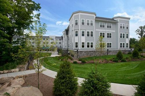 Colonial Pointe at Franklin Lakes Photo 1