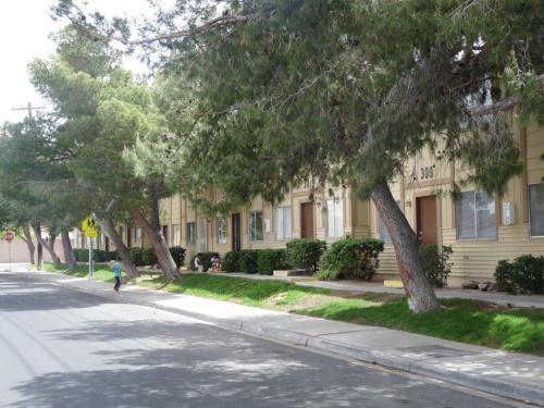 Oakridge Apartments Photo 1