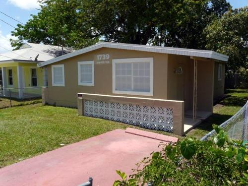 1739 NW 62 Ter Photo 1
