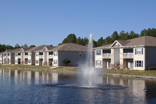Crystal Lake Apartments Photo 1