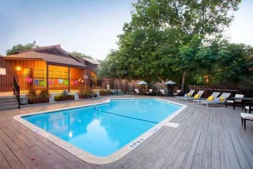 Oak Grove Apartments Photo 1