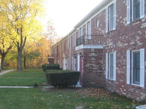 Jamestown Village Apartment Photo 1