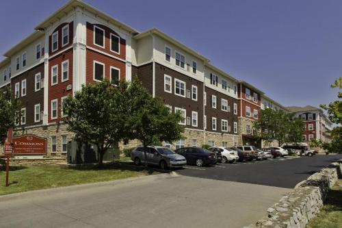 Commons on Kinnear - Premium Student Living Photo 1