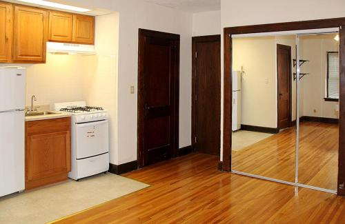 Varsity Apartments Photo 1
