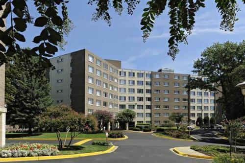 Serrano Apartments Photo 1