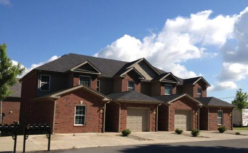 Pin Oak Villas of Kentucky Photo 1