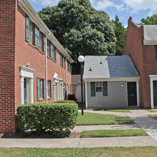 Hilton Village townhomes is waiting for you! New specials! Photo 1