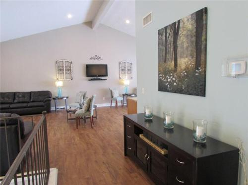 Spring Move In Specials at Beautiful Allandale Falls Apartment Homes! Photo 1