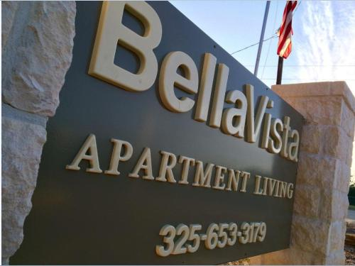 Bella Vista Apartment Community Photo 1