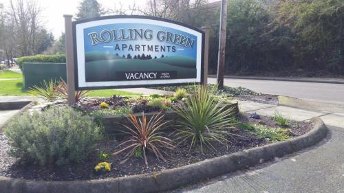 Rolling Green Apartments Photo 1