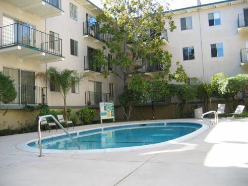Jackson Lake Apartments Photo 1
