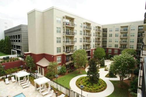 Peachtree Dunwoody Place Photo 1