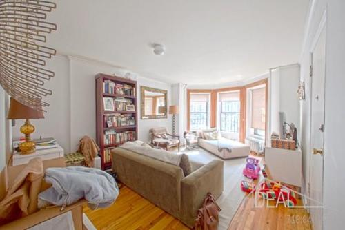 423 Sterling Pl Photo 1