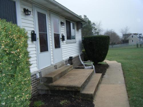 Country Squire Apartments Photo 1