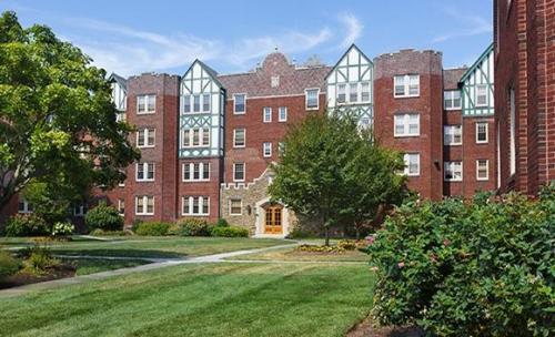 Greene Manor Photo 1