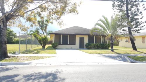 1271 NW 9th Ave Photo 1