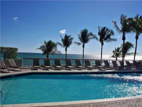 6767 Collins Ave Photo 1