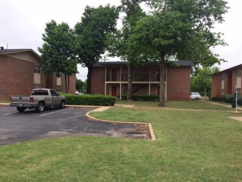 West Oaks Apartments Photo 1