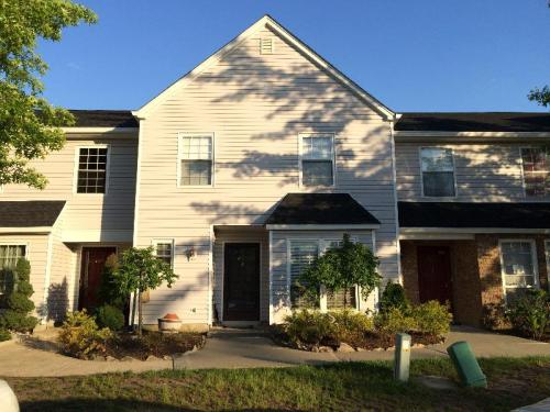 251 Colby Pl Photo 1