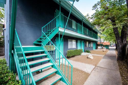 Sunwest Apartments Photo 1