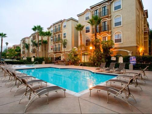 Palms on University - Student Housing Photo 1