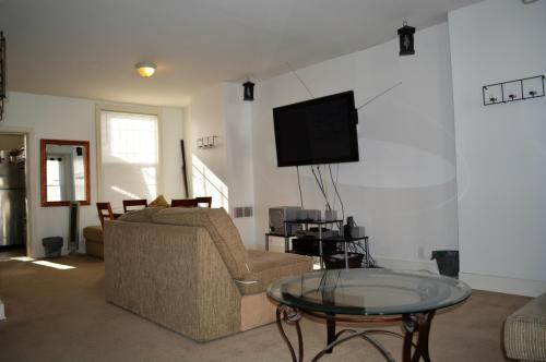 1700 Titan Street 2 Bedroom Fully Furnished Photo 1