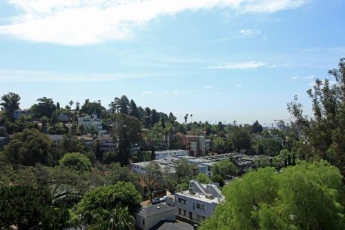 Cahuenga Heights - Amazing Views!! Photo 1