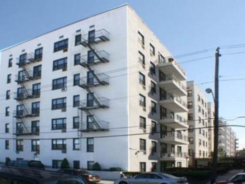 3090 Voorhies Ave 6f In Contract Photo 1