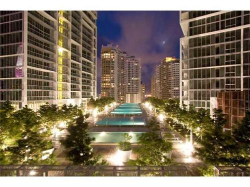 475 Brickell Avenue Photo 1