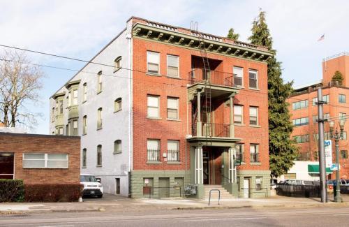 Pinecone Apartments Photo 1