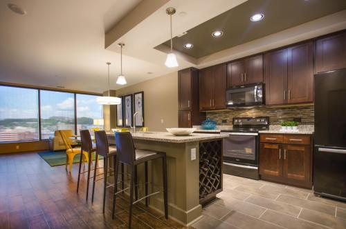 AT 580 Apartments Photo 1