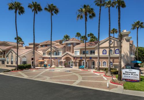 62+ Senior: Newport Beach Plaza Retirement Home Photo 1