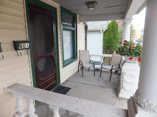 601 E Merrill Street Photo 1