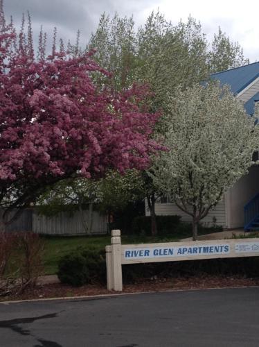 River Glen Photo 1