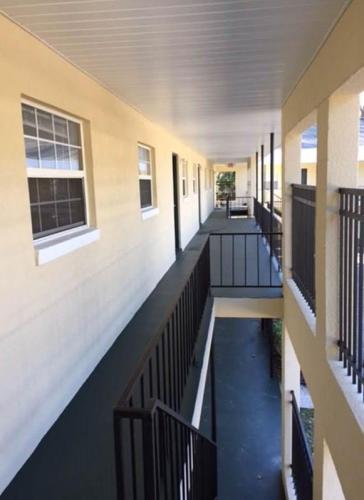 Palm Beach Apartments Photo 1