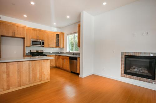 14212 Riverside Drive #1 Photo 1